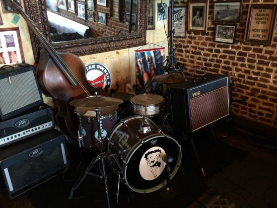 Natchez, MS: sometimes there is live music
