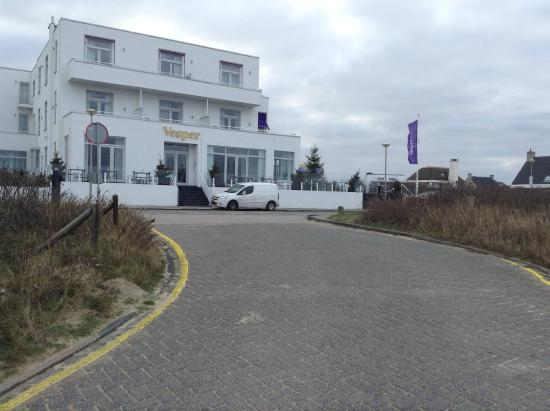 Vesper Hotel: The hotel seen from the path leading to the beach