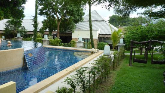 Mayaburi Boutique Resort: Pool/Resort