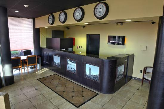Fairbridge Inn Express: Lobby/Business Center