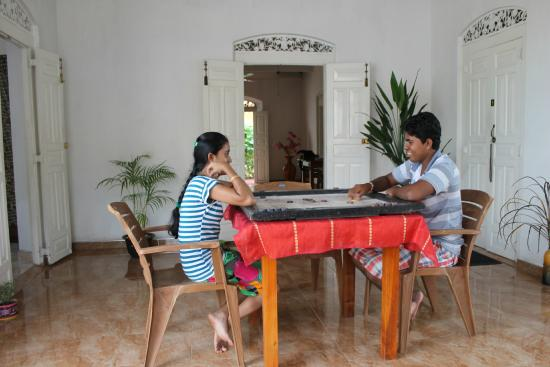 Dream Palace Family Guest House: Playing carrom at the Dream Palace