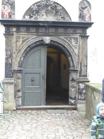 Lauenstein, Almanya: De kasteelpoort,hier ga je het kasteel binnen .Er voor is nog een mooi plein en de buitenpoort