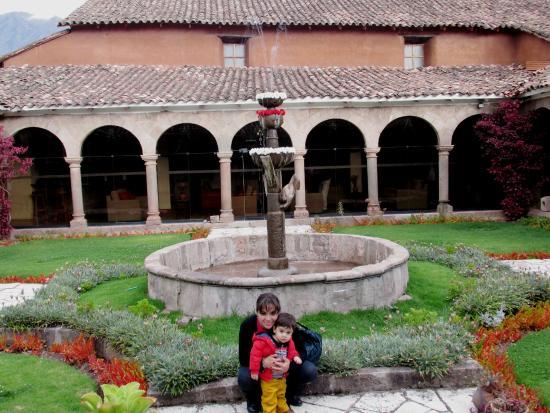 San Agustin Monasterio de la Recoleta Hotel : Pileta central ... Hermoso lugar