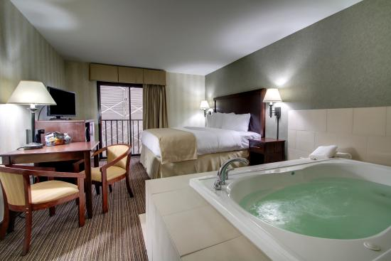 how to find hotel rooms with jacuzzi near me