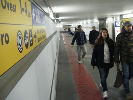 Dal sottosuolo verso l 39 esterno foto di stazione di for Bologna hotel stazione centrale
