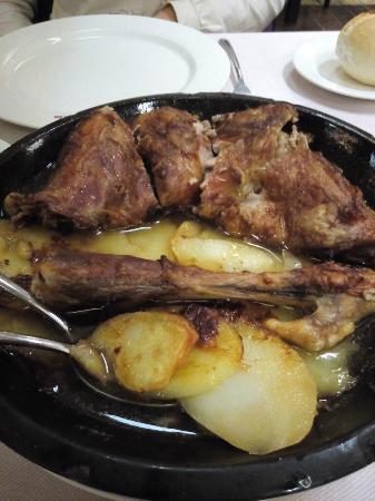 Asador Herventia: roasted lamb
