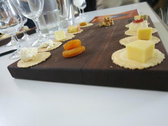 Two Fat Blokes Gourmet Tours: Cheese Tasting at De Iuliis Wines