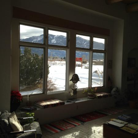Adobe & Stars Bed and Breakfast Inn of Taos: View from common living room - stunning!