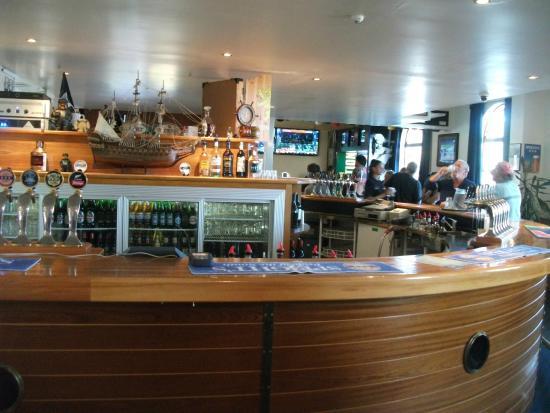 Admirals Restaurant: Bar area