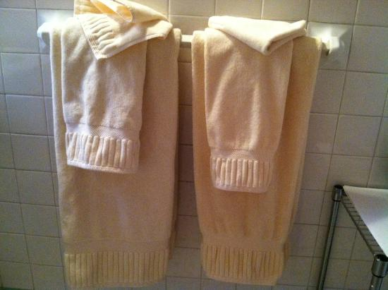 Morehead Manor Bed and Breakfast: Nice Towels!