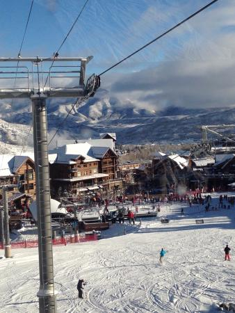 The Westin Snowmass Resort: Lifts near the hotel with dinning options below.
