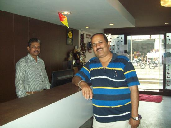 Hotel Ramakrishna : Me with Surya the Manager a perfect Gentleman.