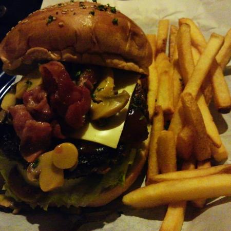 Casa Verde: Three things i love: Bacon, Mushroom, and Cheese!!!!