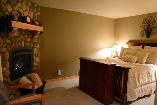 Cashmere Mountain Bed & Breakfast: Snow Creek Room...so cozy!