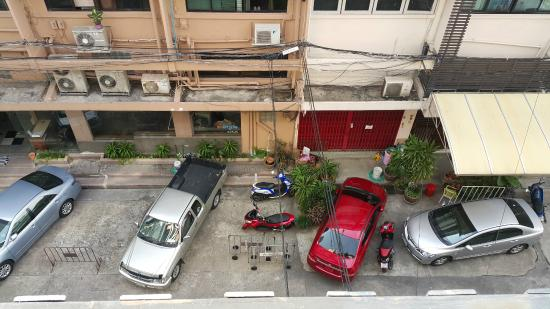 Room@Bangkok Boutique Guesthouse: Street view from Balcony