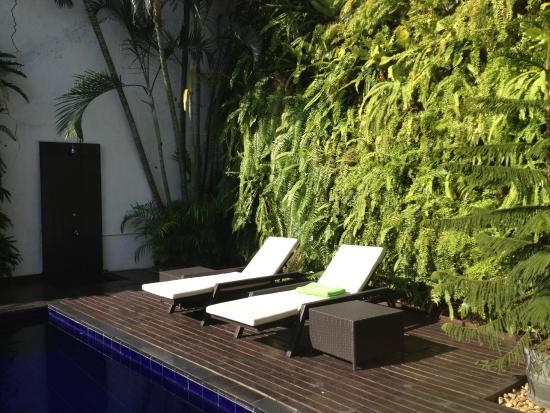 Deco On 44 : By the pool