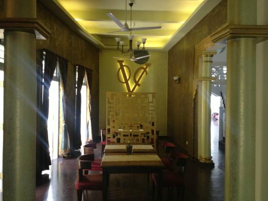 Deco On 44 : Art Deco stylings abound