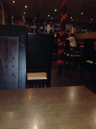Ganesha Authentic Indian Cuisine: Empty restaurant