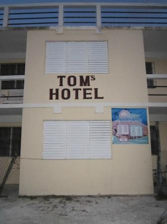 Tom's Hotel: Hotel concrete building structure