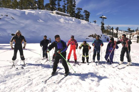 Adventure Resorts, New Kufri: Snow Skiing session with experts at Helipad area