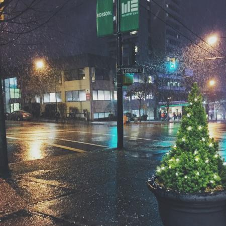 Greenbrier Hotel: Vancouver's first snow :)