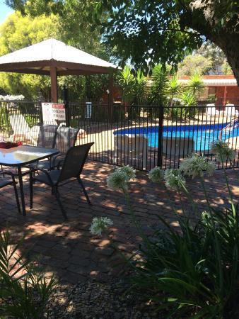 River Country Inn: Pool oasis!