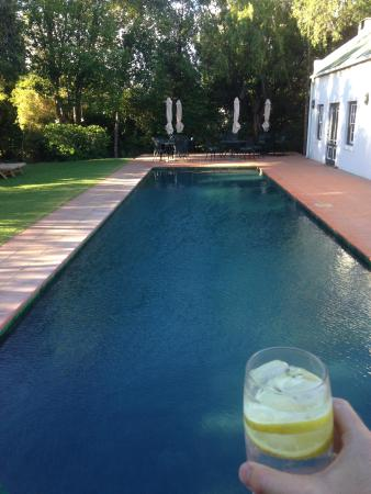 De Bergkant Lodge: Pool and dining area