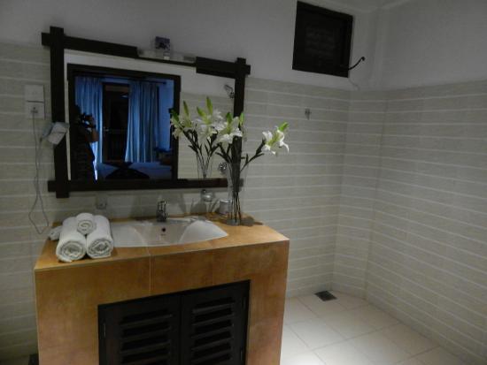 Beach Castle Bed and Breakfast: Bathroom