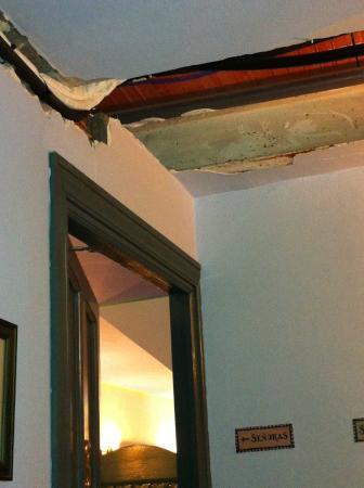 Casa Palacio de Carmona: baños del hotel