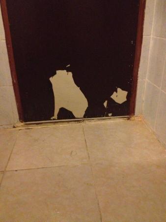 Bamboo Beach Hotel & Spa: Dettaglio della porta del bagno