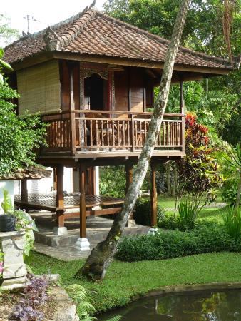 Puri Lumbung Cottages: chambre + terrasse