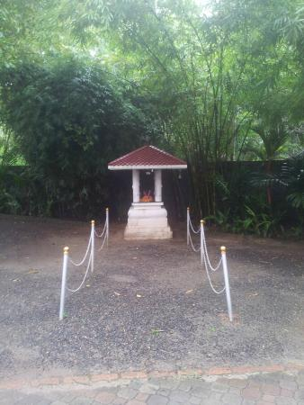The World Backwaters: ganesa temple in the hotel entrance