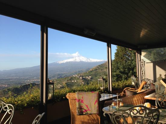 Hotel Villa Ducale: View of Mt Etna from the dining room