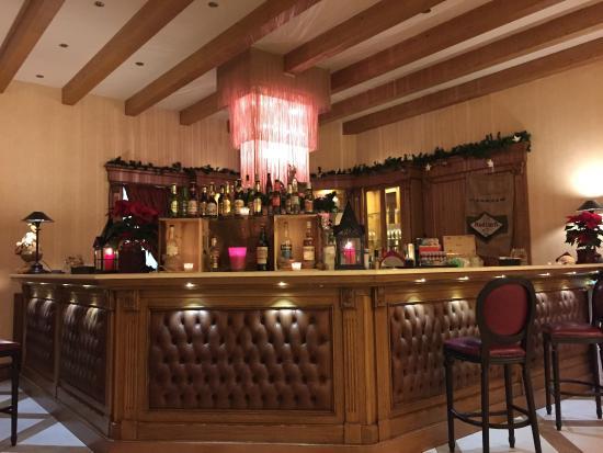 Hotel Schloss Pontresina Family & Spa: Bar