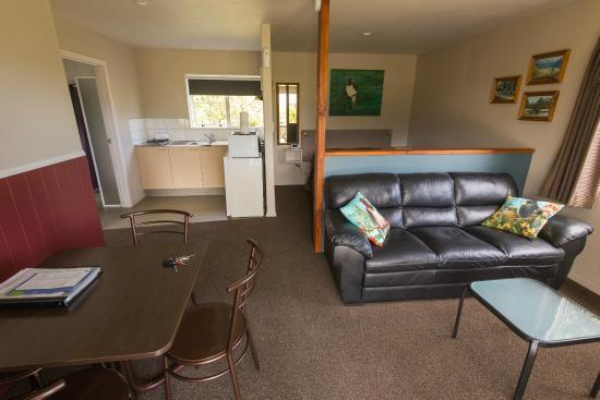 Kaikoura Cottage Motels: Main room