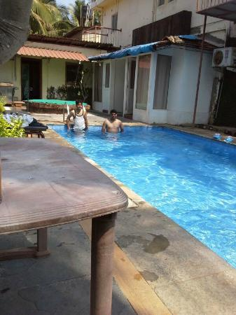 Banyan Tree Courtyard: having fun in the pool
