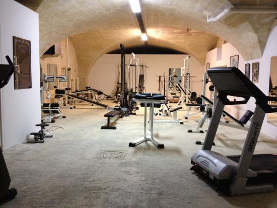 Ledenon, Frankrike: salle de musculation