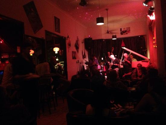 Bernie's Jazz and Piano Cafe: Rainy night filled with New Orleans Jazz