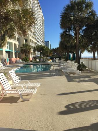 Ocean Drive Beach and Golf Resort : Área externa com duas piscinas, uma no estilo river. Também uma hidromassagem.