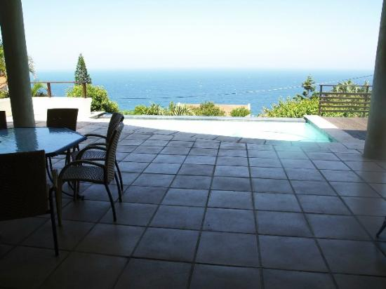 Ballito Ce La Vie Guesthouse: Pool View