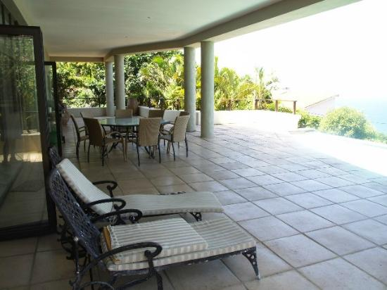 Ballito Ce La Vie Guesthouse: Huge Patio