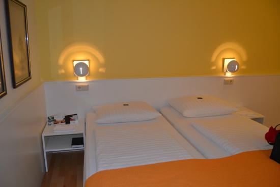 Hotel Stadt Freiburg: Camera a letti separati (come richiesto da noi)