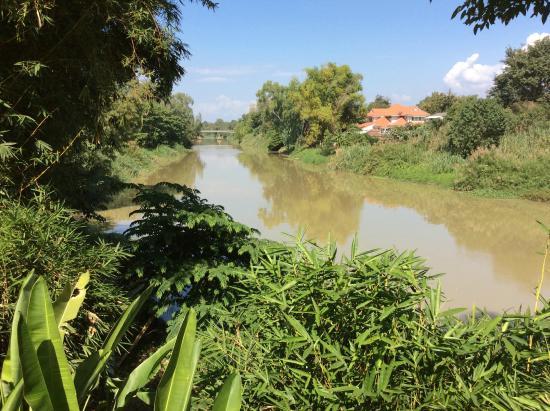 Tonnam Homestay: la rivière pink