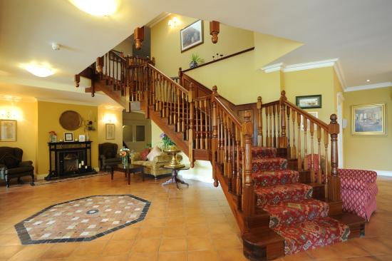 Loch Lein Country House: Entrance Hall and Lobby