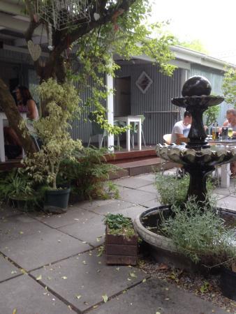The Tin House Cafe: Il patio