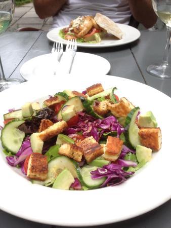The Tin House Cafe: Haloumi Salad & Gourmet Burger