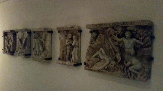 Hotel Museu Llegendes de Girona : Detalle del pasillo.