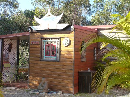 Tour du Monde : petit bungalow  avec 1 chambre + coin cuisine