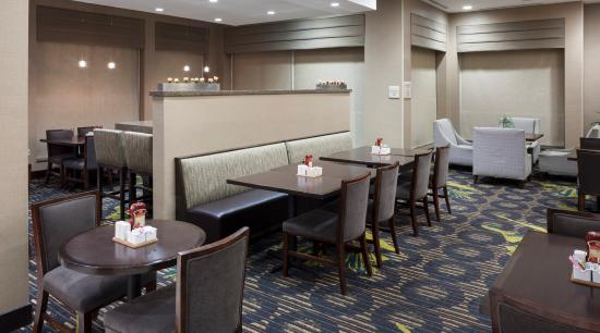 Hilton Garden Inn Silver Spring North: Grille Seating