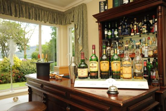 Loch Lein Country House: The Cozy Bar!